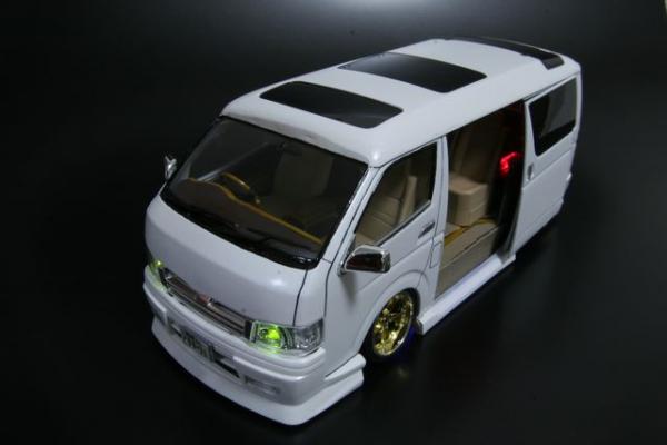 トヨタ ハイエース ワゴン 200系 前期