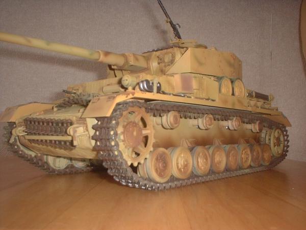タミヤ1/16 Ⅳ号戦車H型(フルオペ)