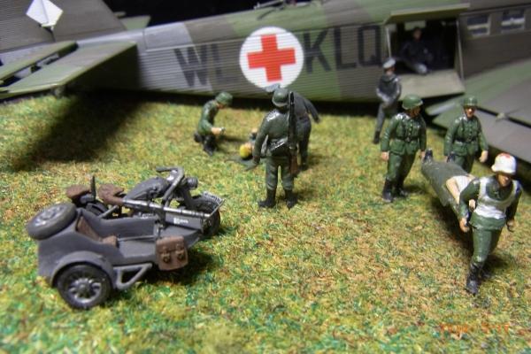 1/72 ドイツ軍JU52負傷兵救護シーン(3)