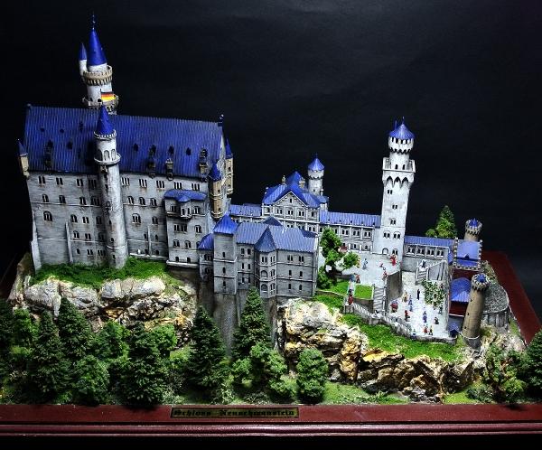 ノイシュバンシュタイン城と幼稚園児